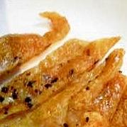 パリパリ♪鶏皮の黒コショウ焼き