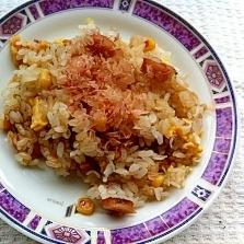 鰹ぶしをかけて(^ ^)栄養満点しらす炒飯
