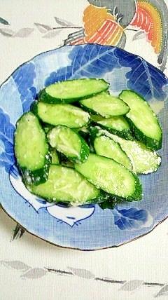 すぐに食べれます~胡瓜と新生姜の塩麹漬け