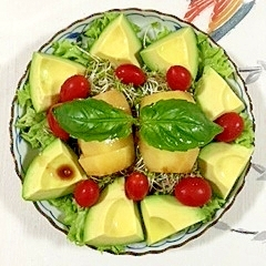 リーフレタス とキウイ、アボガドのサラダ