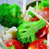コールラビとトマトとブロッコリーのサラダ