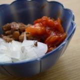 納豆の薬味(新玉ねぎとキムチ)