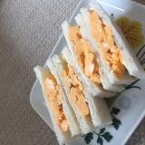 スクランブルエッグでたまごサンドイッチ