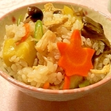 色づく秋に、きのこと栗の五目炊き込みご飯