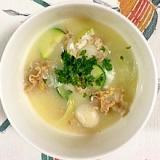 ベビー帆立、ズッキーニ、玉葱のコンソメスープ