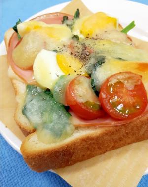 簡単!ゆで卵&緑黄色野菜のチーズオープンサンド♪