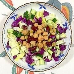 紫キャベツ、胡瓜、ミックスビーンズのサラダ