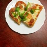 ブロッコリーとウインナーのピザトースト!
