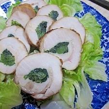 塩麹漬け鶏むね肉の小松菜ロール