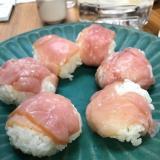 ワインに日本酒に、粕漬生ハムの手毬寿司