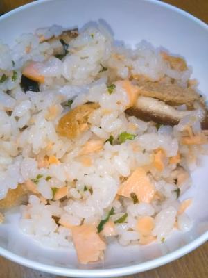 鮭とワカメの混ぜご飯