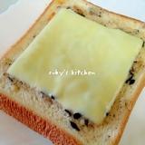 ひじきコロッケペーストのチーズトースト