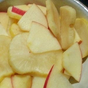 りんごとたくあんの重ね漬け