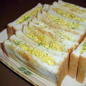 """休日の朝食に♪我が家の""""卵とチーズのホットサンド"""""""