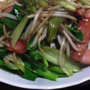 簡単 青梗菜ともやしとウインナーのダシダ焼きソバ