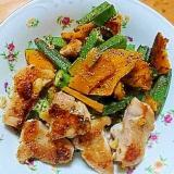 鶏肉とオクラとカボチャのペッパーガーリックソテー