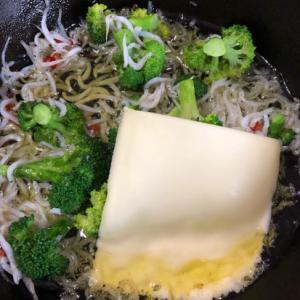 しらすとブロッコリーのチーズアヒージョ^ - ^