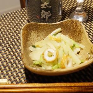フライパンで簡単、キャベツと竹輪の塩胡椒炒め