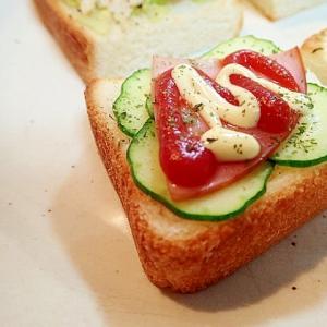 胡瓜とハムのミニトースト
