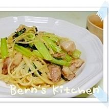 簡単ぱぱっと 小松菜とチキンのガーリックパスタ
