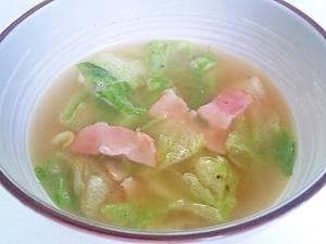 バター風味のベーコンレタススープ