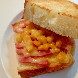 鶏がら塩糀 ベーコンとコーンとチーズのホットサンド