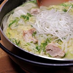 白菜と鶏肉の白湯スープ鍋