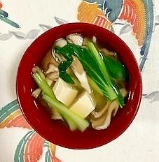 チンゲン菜、塩とうふ、舞茸のお味噌汁
