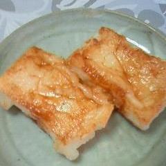 フライパンで焼いてめんつゆで味付け ☆ぼんち揚げ餅