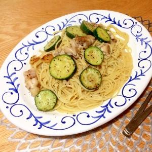 鶏とズッキーニのアーリオオーリオ
