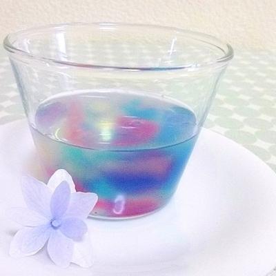 夏に涼しげなブルー!マジカルハーブ「バタフライピー」で色が変わる不思議なスイーツ