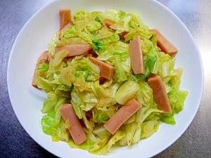 魚肉ソーセージとキャベツのカレー炒め