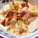 コーンフレークとりんごのサクサクきな粉ヨーグルト