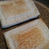 フライパンで簡単☆チーズホットサンド