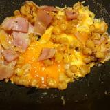 トウモロコシとベーコン卵炒め