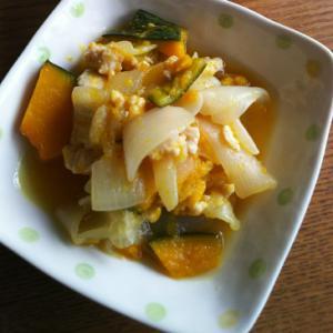 新玉ねぎとかぼちゃと鶏ミンチの煮物