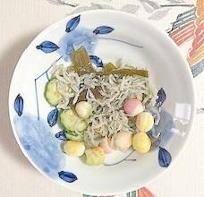 胡瓜、茎わかめ、ちりめん、豆麩の和え物