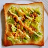 ブロッコリーと鮭フレークのトースト