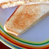 ツナとチーズのホットサンド