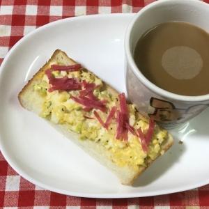 ブロッコリーの芯入りタルタルソースと焼き豚のパン