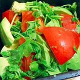 パクチー祭り☆トマトとアボカドのスパイシーサラダ