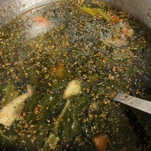 ほうれん草、にんじん、しめじの胡麻中華スープ