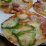 パリッパリ♪餃子の皮で簡単ピザ☆