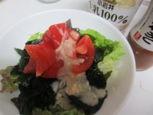 玉ねぎヨーグルト★トマトとワカメのサラダ丼