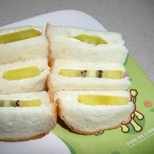 ランチに! キウイとクリームチーズのサンドイッチ☆