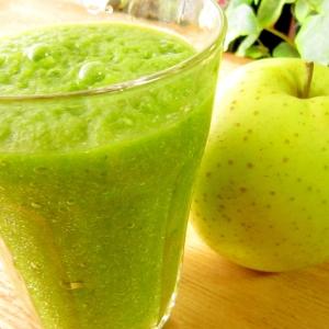 林檎ベース☆王林と青菜と大葉のグリーンスムージー