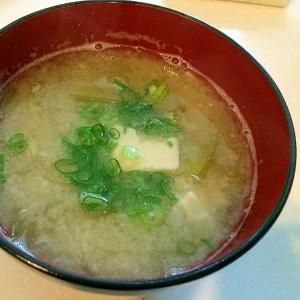 簡単ホッと♪豆腐と新玉ねぎのお味噌汁