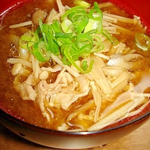 エノキとマイタケと豚肉の味噌汁