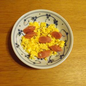 ピリッと美味しいウィンナーと卵の炒め物