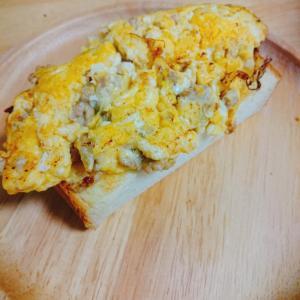 豚挽き肉の卵焼き乗せトースト